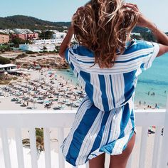 Sea, sand, sun and striped dress in the colors of Greece <3 Check out YouQueen.com for more summer style inspiration