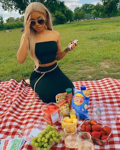 Cute Simple Outfits, Trendy Outfits, Summer Outfits, Girl Outfits, Romantic Picnic Food, Picnic Date Outfits, Picnic Pictures, Picnic Photography, Black Urban Fashion