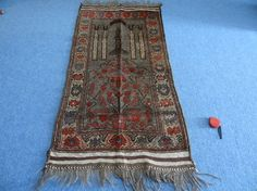 A stunning Afghan tribal prayer rug- handmade in Afghanistan  This Rug is in a very good condition. Nice colours and patterning. Very natural wool and super colours. Excellent condition.  This Rug would enhance any room. Lovely on wooden floors or tiles. Nice close weave sturdy wool  handspu...