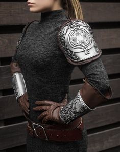 Syanna cosplay armor set from The Witcher Blood and Wine Video Game Addon, Sylvia Anna outfit armor - movable Viking Armor, Medieval Armor, The Witcher, Armor Tattoo, Norse Tattoo, Viking Tattoos, Mode Steampunk, Steampunk Armor, Cosplay Events