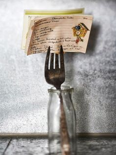 hese days most of my recipes are printed from the internet or found in my cookbooks, but the oldest and most treasured family recipes are still on handwritten recipe cards. Isn't this a great idea from Better Homes and Garden for displaying them using a vintage fork and bottle?