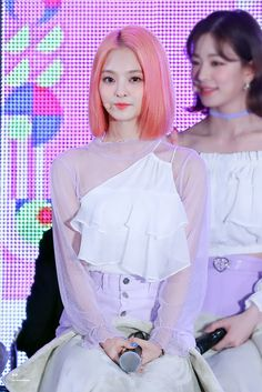 """Sparkle on✨ on Twitter: """"190519 KCON  자몽머리 언니❤🙆♀️❤🙆♀️❤🙆♀️❤ @realfromis_9 #이나경 #나경 #NAGYUNG #fromis_9 #프로미스나인… """" Stage Outfits, Kpop Girls, Girl Group, Cool Girl, All Things, Idol, Hair Cuts, Hair Color, Sparkle"""