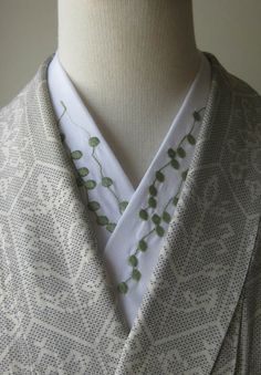 Green necklace in a kimono collar designed and embroidered by Fujiko-san