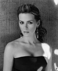 Kate Beckinsale.  Can't act, but she sure is gorgeous.  And apparently graduated from Oxford, so she's apparently smart too.