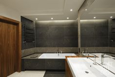 black heater in bathroom design by LOFTSTUDIO/ czarny grzejnik w projekcie LOFTSTUDIO Pragniesz podobnego wnętrza to zgłoś się do nas www.loftstudio.pl