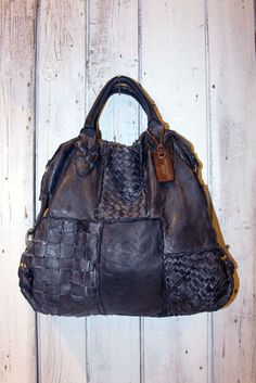 Handmade woven blue leather bag INTRECCIATO 6 por LaSellerieLimited