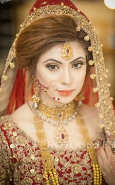 Anarkali ♥ lengha ♥ bridal lehenga ♥ jewellery ♥ Indian ♥ fusion ♥ wedding ♥ dress ♥ saree ♥ sari ♥ hair ♥ desi ♥ tikka ♥ henna ♥ menhdi ♥ bride ♥ what lovely eye's yeah👍 Indian Bridal Makeup, Indian Bridal Wear, Asian Bridal, Bride Indian, Indian Weddings, Bridal Outfits, Bridal Dresses, Look Fashion, Indian Fashion