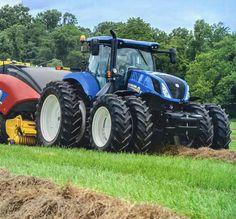 Most Crazy Farm John Deere - New Holland - Massey Ferguson New Holland Ford, New Holland Tractor, Big Tractors, Ford Tractors, Country Farm, Country Life, New Holland Agriculture, Crop Farming, Tractor Pictures