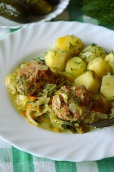 Pulpeciki duszone w młodej kapuście Polish Recipes, Polish Food, Potato Salad, Food To Make, Pork, Food And Drink, Potatoes, Meat, Chicken