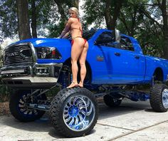 2015 Dodge Ram 2500 - Wow I didn't even notice the babe on the tire.