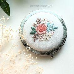 꽃가득 - #꽃보다자수#꽃자수#프랑스자수 #손자수 #손거울#자수거울 #embroidery #handembroidery #needlework #needlecraft #mirror#ricamo #bordado