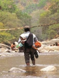 La migracion como alternativa a la pobreza - article