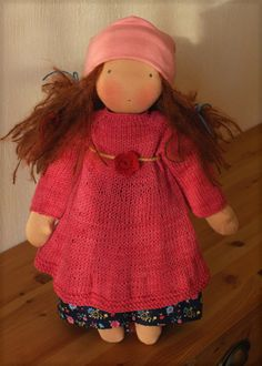 Elli : long brown haired doll