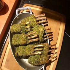 Gordon Ramsey herb crusted rack of lamb Gordon Ramsey, Lamb Chop Recipes, Meat Recipes, Cooking Recipes, Healthy Recipes, Healthy Food, Lamb Lollipops, Crusted Rack Of Lamb, Masterchef Recipes