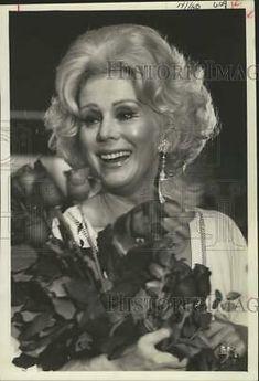1974 Press Photo Actress Eva Gabor receives bouquet at show of her fashion line. Saint Robert, John Gavin, Eva Marie Saint, Newspaper Photo, Zsa Zsa Gabor, Eva Gabor, Sandra Dee, Sports Photos, Press Photo