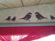 Vogeltjes mod podge geplakt caravan