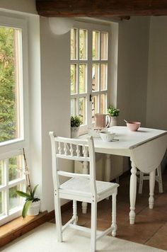 Diy kitchen nook table small dining 65 ideas for 2019 Small Kitchen Tables, Kitchen Corner, Small Dining, Small Tables, Round Tables, Small Kitchens, Small Table And Chairs, Dream Kitchens, Small Table Ideas