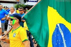 Retratos da manifestação de 15 de março contra a corrupção. Cidade Cascavel Paraná Camera CANON T3