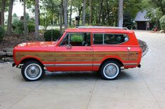 1971 International Scout II I don't really like woodies, but I would rock the Heck outta this at the beach!!