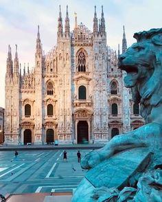 کلیسای جامع میلان (دوئوموی میلان)، ایتالیا Milan Cathedral (Duomo di Milano), Italy🇮🇹 ====================== Video b. Milan Italy Travel, Italy Tours, Beautiful Castles, Chapelle, Beautiful Places To Travel, Travel Aesthetic, Best Cities, Places Around The World, Travel Destinations