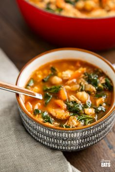 Chicken Chickpea Spinach Soup (from www.slimmingeats.com) -a healthy hearty and delicious soup that is both high in protein and fibre and a perfect meal for any day of the week.#soup #glutenfree #chickpeas #garbanzo #chicken #spinach #slimmingworld #weightwatchers Garbanzo Bean Recipes, Pureed Food Recipes, Lunch Recipes, Easy Dinner Recipes, Diet Recipes, Cooking Recipes, Easy Recipes, Chicken Chickpea, Chickpea Soup