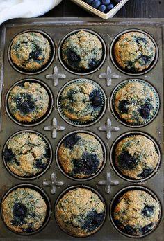 Zucchini Banana Blueberry Muffins Usare la mia versione dei banana muffin come base, ma con un pochino di zucchero