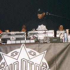 Gang Starr live 2003...DJ Premier on the set.#classichiphop#goldenerahiphop#80shiphop#90shiphop#gangstarr#ripguru#djpremier#dj#producer#rap#hiphop#realhiphop#hiphophead#djing#vinyl#records#wax#turntables#turntablism#brooklyn#bk#houston#htown#hiphopjunkie#hiphopculture#conscioushiphop by d_originator http://ift.tt/1HNGVsC