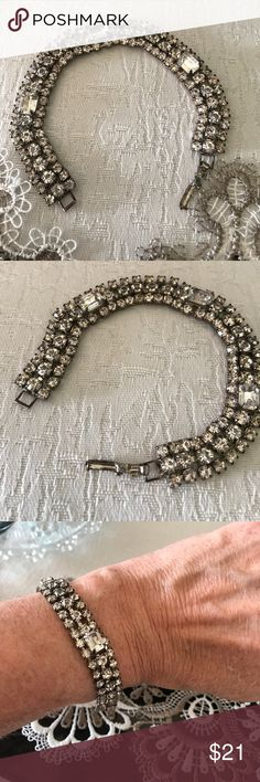 Rhinestone bracelet Beautiful vintage rhinestone bracelet no missing stones Jewelry Bracelets