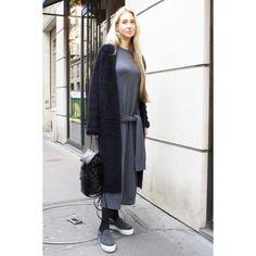 ストールで顔周りにボリュームと温もりを。パリの最新スナップ。|ファッション(流行・モード)|VOGUE JAPAN