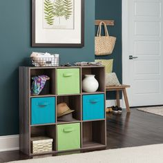 Start 2021 on an organized foot with five tips from professional organizer Barbara Reich. #HomeOrganization #NewYearsResolution #HomeStorage Cube Organizer, Cube Storage, Diy Storage, Storage Spaces, Storage Organizers, Fabric Drawers, Design Living Room, Cube Bookcase, Cube Design