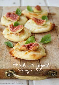 Pizzette allo yogurt greco con formaggio e fichi