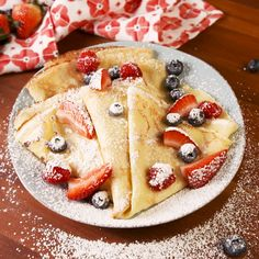A step-by-step guide for How to Make Crepes in a skillet or frying pan. This easy crepes recipe includes filling options for sweet, savory, and breakfast crepes. Baking Recipes, Cookie Recipes, Dessert Recipes, Drink Recipes, Breakfast Dessert, Breakfast Dishes, Perfect Breakfast, Easy Desserts, Delicious Desserts