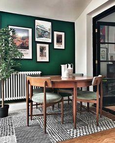 Dark Green Living Room, Green Dining Room, Accent Walls In Living Room, Dining Room Design, Home Living Room, Living Room Decor, Kitchen With Green Walls, Dining Rooms, Kitchen Dining