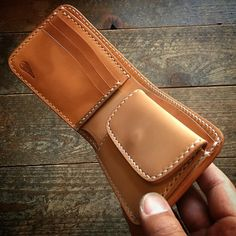 "630 Likes, 4 Comments - Hiroshi Ogawa (@kayenta164) on Instagram: ""☆ Leather Wallet ✴︎ 二つ折り財布です♪ ✴︎ ✴︎ ✴︎ #leather #leathercraft #leathergoods #leatherwork…"""