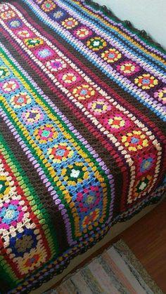 Transcendent Crochet a Solid Granny Square Ideas. Inconceivable Crochet a Solid Granny Square Ideas. Crochet Afghans, Crochet Bedspread, Crochet Quilt, Afghan Crochet Patterns, Crochet Motif, Crochet Yarn, Blanket Crochet, Scrap Crochet, Crochet Throws