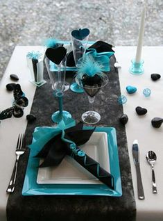 teal tourqouise table decorations | black and turquoise colors and romantic party table decoration ideas