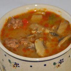 Pyszna i pożywna zupa nadająca się na wszelkie okazje do podania.Jej smak pobudza apetyt. Składniki : 1,5 kg udźca wołowego bez kości1 kg pieczarek3 papryki 1 papryczka chili2 łyżki zupy gulaszowej1 kostka mięsna2 cebule100 ml śmietany 30%mąkaolejsólpieprz Przygotowanie : Mięso myjemy, osuszamy papierowym ręcznikiemi kroimy w kostkę.Następnie delikatnie oprószamy je mąką(oprószamy nie obtaczamy to ważne).Przesmażamy … Ketogenic Recipes, Low Carb Recipes, Healthy Recipes, Fruit Recipes, Soup Recipes, Keto Results, B Food, Keto For Beginners, Polish Recipes