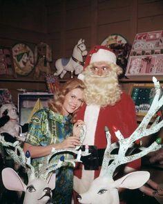 A Bewitched Christmas Christmas Tv Shows, Christmas Past, Christmas Movies, Celebrating Christmas, Christmas Stars, Agnes Moorehead, Vintage Christmas Photos, Retro Christmas, Vintage Holiday
