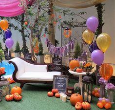 明日はハロウィンですね☆装飾もハロウィン仕様にしました。こんな空間で仮装してお写真timeはいかがでしょう #横浜#ハマフローリスト#ハロウィン#Halloween#オレンジ#かぼちゃ#ふうせん#風船#バルーン#フォトスポット#PhotoBooth