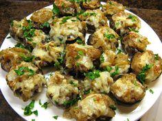 Cheesy French Onion Stuffed Mushrooms - http://www.cheesecutterscorner.com/cheesy-french-onion-stuffed-mushrooms/