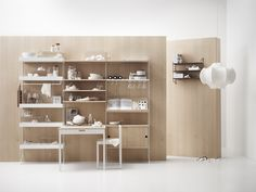 A classic Scandinavian kitchen with mainly light woods and white🤍 Scandinavian Shelves, Scandinavian Kitchen, Scandinavian Furniture, Large Shelves, Built In Shelves, Metal Shelves, Modular Shelving, Shelving Systems, String System