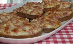 Zapékané tousty se sýrem a šunkou | NejRecept.cz Croatian Recipes, Hungarian Recipes, Quiche Muffins, Bread Display, Food Hacks, Baked Goods, Macaroni And Cheese, Hamburger, Sandwiches