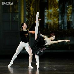 "Ekaterina Kondaurova and Marcelo Gomes in the Black Swan pas de deux from ""Swan Lake"". Photo: Lisa Voll."