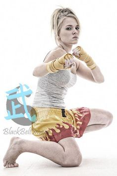 How you will increase your clues about martial arts workout Female Action Poses, Female Pose Reference, Pose Reference Photo, Art Reference Poses, Figure Reference, Anatomy Reference, Female Martial Artists, Martial Arts Women, Fighting Poses
