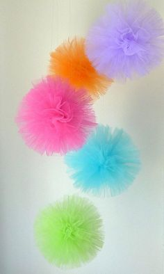Tulle balls hold up better than tissue paper, and make a really cool holiday or party decoration Tulle Balls, Tulle Poms, Pompoms, Tissue Pom Poms, Hanging Pom Poms, Pom Pom Diy, Tule Pom Pom, Tulle Garland, Tissue Paper Flowers Easy