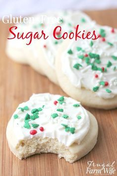 Your Christmas won't be complete without these gluten-free sugar cookies! They're so soft and easy to make. Your Christmas won't be complete without these gluten-free sugar cookies! They're so soft and easy to make. Biscuit Sans Gluten, Gluten Free Christmas Cookies, Dessert Sans Gluten, Gluten Free Sugar Cookies, Sugar Cookies Recipe, Dessert Recipes, Gluten Free Christmas Recipes, Dinner Recipes, Sugar Free