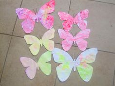 This fingerpaint butterfly craft activity and  butterfly printable is sure to get your toddler laughing and exploring their senses. There are so many benefits of finger painting for baby and a toddler that I hope you never miss an opportunity to do it. Butterfly crafts for preschoolers are always so vibrant and is a great way...Read More »