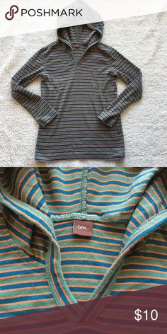 Boys, sz 8, Tea Collection hoodie long sleeve Boys, size 8, Tea Collection hoodie long-sleeve shirt in olive, deep blue-green, and orange stripes. Size tag has been cut off. Very soft and comfortable. Slight fading but in good used condition from a smoke-free, pet-free home. Bundle together with the car T-shirt available in a separate listing. Size: Boys 8 Tea Collection Shirts & Tops Tees - Long Sleeve