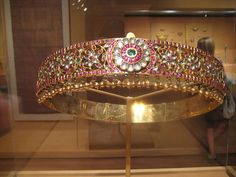 Antique gold vaddanam with ruby,diamonds and gold beads