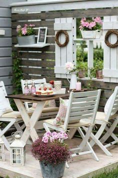 Now we are going to move on to the Shabby-Chic Style Outdoor Design Ideas which … - Garten Dekoration Shabby Chic Terrasse, Shabby Chic Outdoor Decor, Shabby Chic Porch, Rustic Decor, Shabby Chic Living Room, Shabby Chic Kitchen, Shabby Chic Homes, Shabby Cottage, Cottage Chic